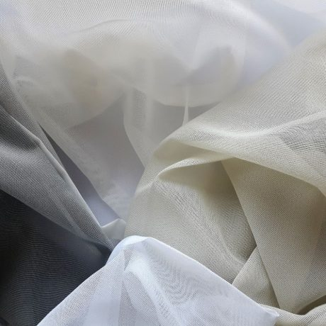 1245 Gardine weiß, grau, natur & schlamm
